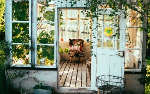 Take Your Design Aesthetic Outdoors With These Stylish Tips