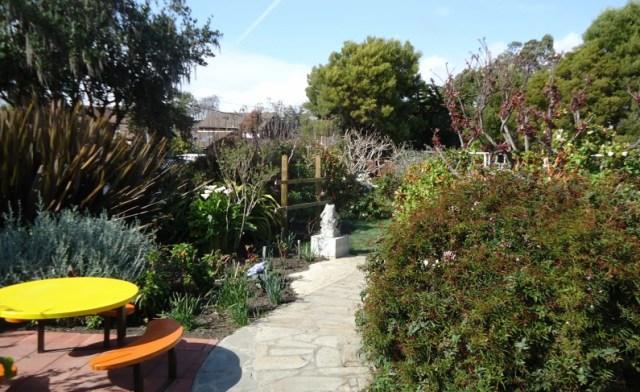Backyard_Garden_Scene_in_California