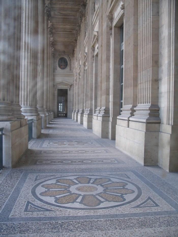 e corredores em mosaicos registram a riqueza de detalhes