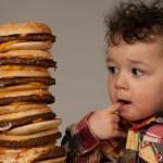 10 alimentos que no deben comer los bebés