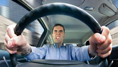 Cuando conduces por un largo tiempo, comienzas a notar ruidos molestos en el vehículo que antes no sentías. Esto es bastante común y te sugerimos que detengas el auto y tengas en cuenta los siguientes consejos para eliminar ruidos molestos del vehículo