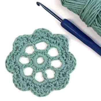 Free Crochet Motif Pattern Isabella Flower | Deux Brins de Maille