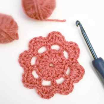 Free Crochet Motif Flower | Deux Brins de Maille
