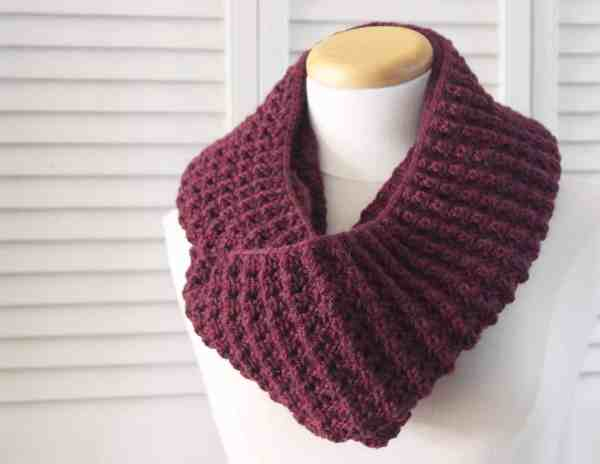 Knitting Pattern Infinity Puffy Scarf | Deux Brins de Maille
