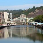 El Puente Zubizuri y sus anécdotas surrealistas
