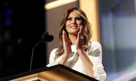 Melania regaña a Donald Trump