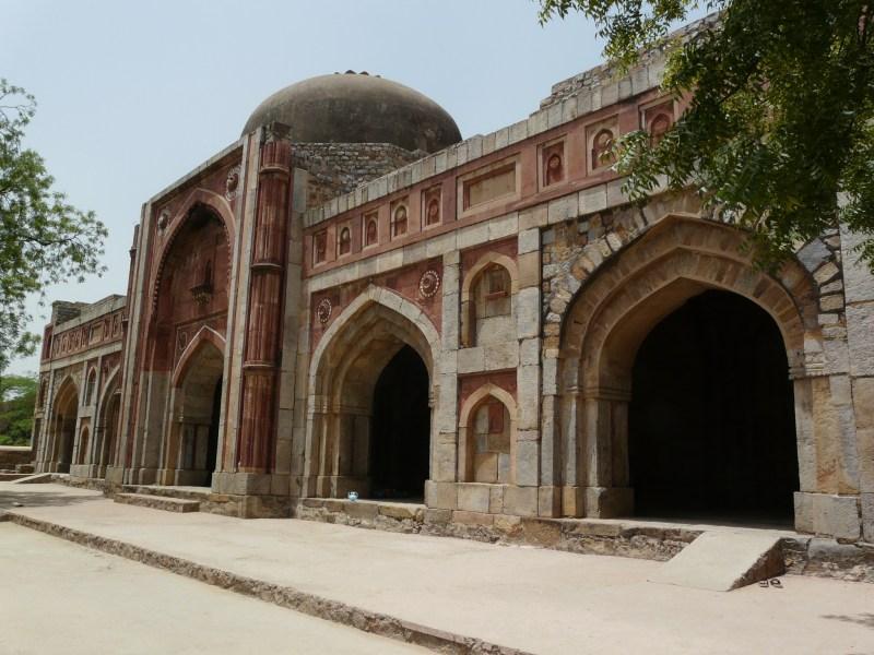 Source:https://upload.wikimedia.org/wikipedia/commons/a/a2/Jamali_Kamali_mosque1.jpg