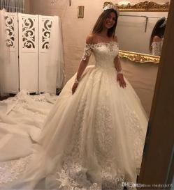 Frantic Romantic Off Shoulder Ball Gown Wedding Dresses Long Sleeves 2017 Laceappliques Bridal Gowns Court Train Vestido De Noiva Wedding Dressdesigners Romantic Off Shoulder Ball Gown Wedding Dresses