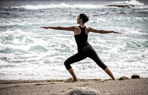 femme-yoga-main-11404546