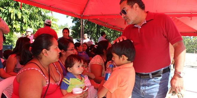 Colonia Santa Clara recibe jornada de voluntariado del FMLN