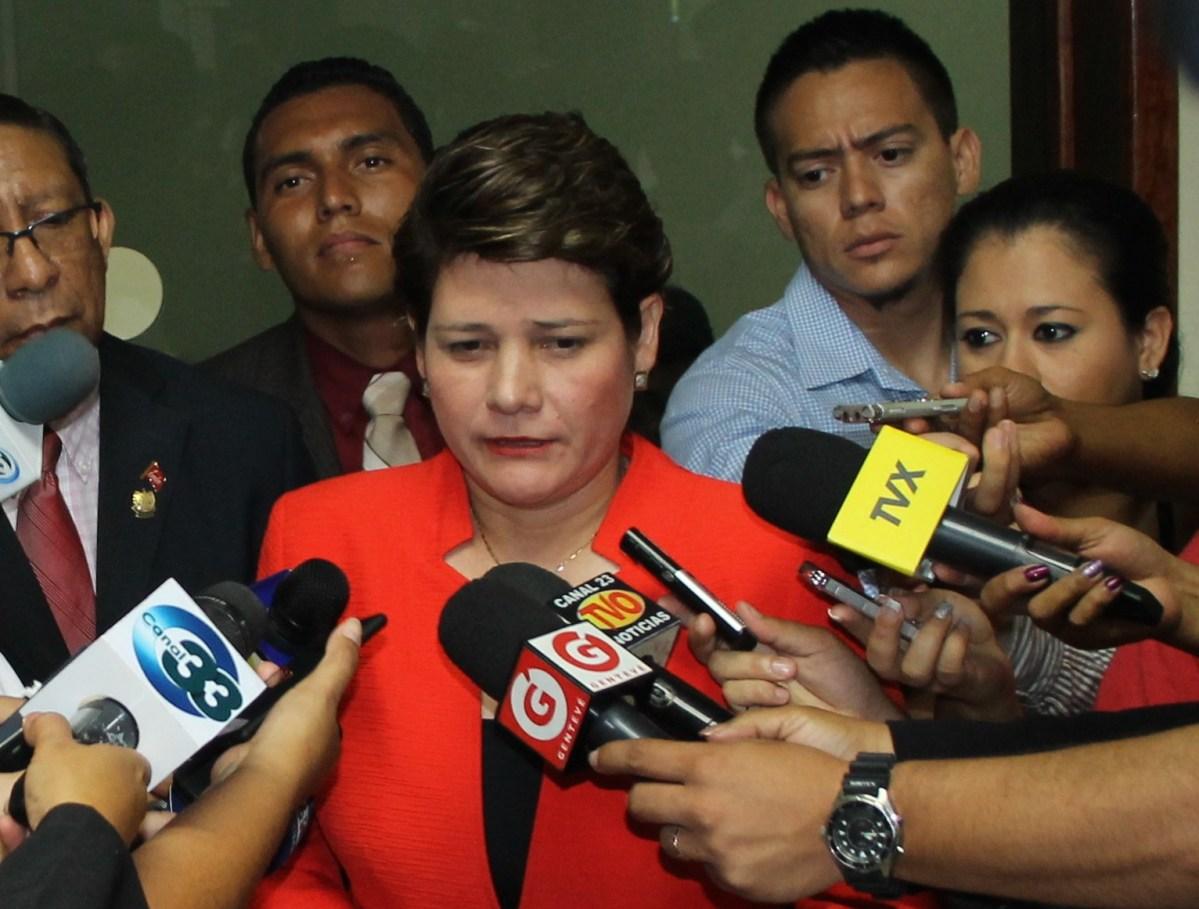 """FMLN acusa a Sala de lo Constitucional de """"arbitraria"""" y """"fuera de la legalidad"""""""