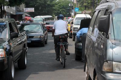 La bicicleta de expande por América Latina pero todavía el automóvil es rey