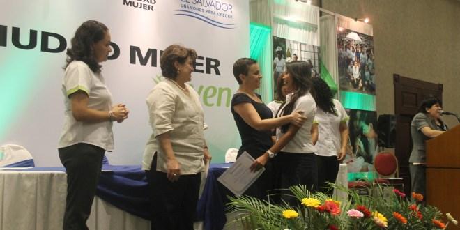 Ciudad Mujer Joven gradúa a más  de 1,500 jóvenes y adolescentes