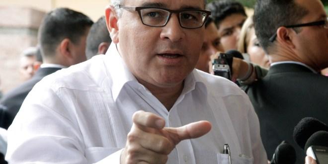 Funes pide a fiscal indagar a expresidentes de ARENA para demostrar imparcialidad