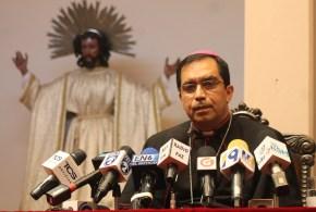 """Arzobispo pide  a la oposición  """"no llevar al país al impago"""""""