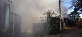 Incendio consume  fábrica de calzado en la Troncal del Norte