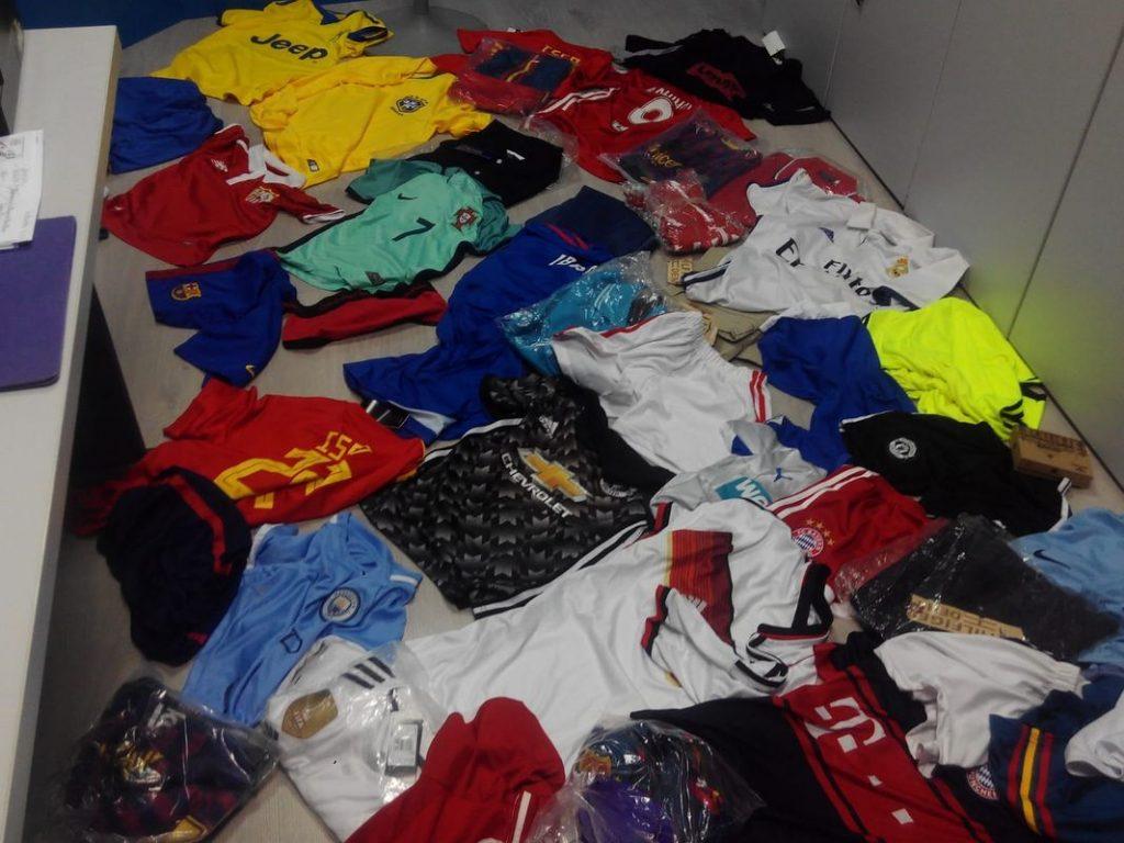 Nuevo decomiso de productos de imitación en el mercadillo de Cabo de Palos