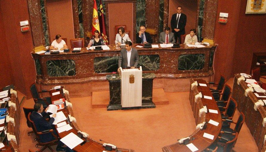 Lluvia de críticas en la Asamblea Regional ante el uso que el Gobierno de López Miras ha hecho del Comité Científico del Mar Menor