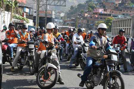 Los mototaxistas recorrieron las calles de la ciudad