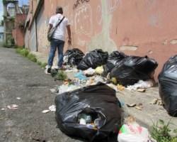Cada vez más personas hurgan en la basura. ARCHIVO