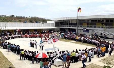 Con la escuela Nelson Mandela suman 47 planteles construidos en la gestión de Capriles