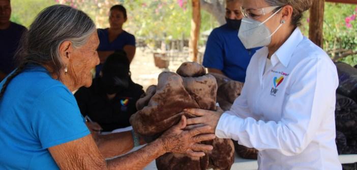 DIF Tepic Repartió Cobijas en las Comunidades