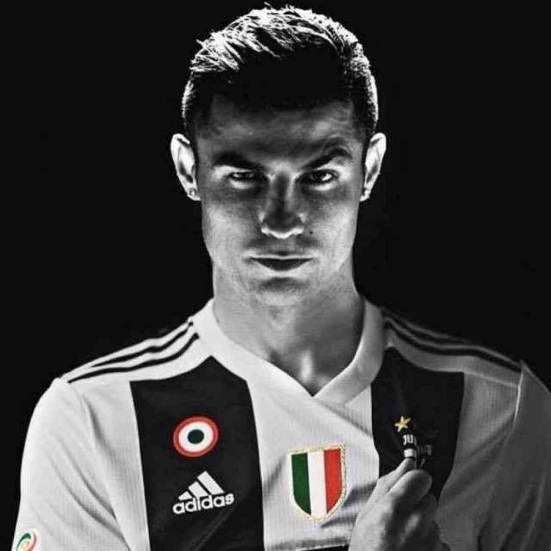 Black Wallpaper Iphone Ronaldo Quella Maledizione Del Numero 7 Della Maglia