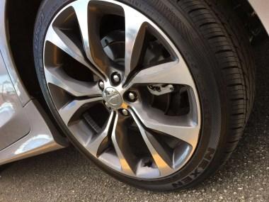 La Goma de un Chrysler 200