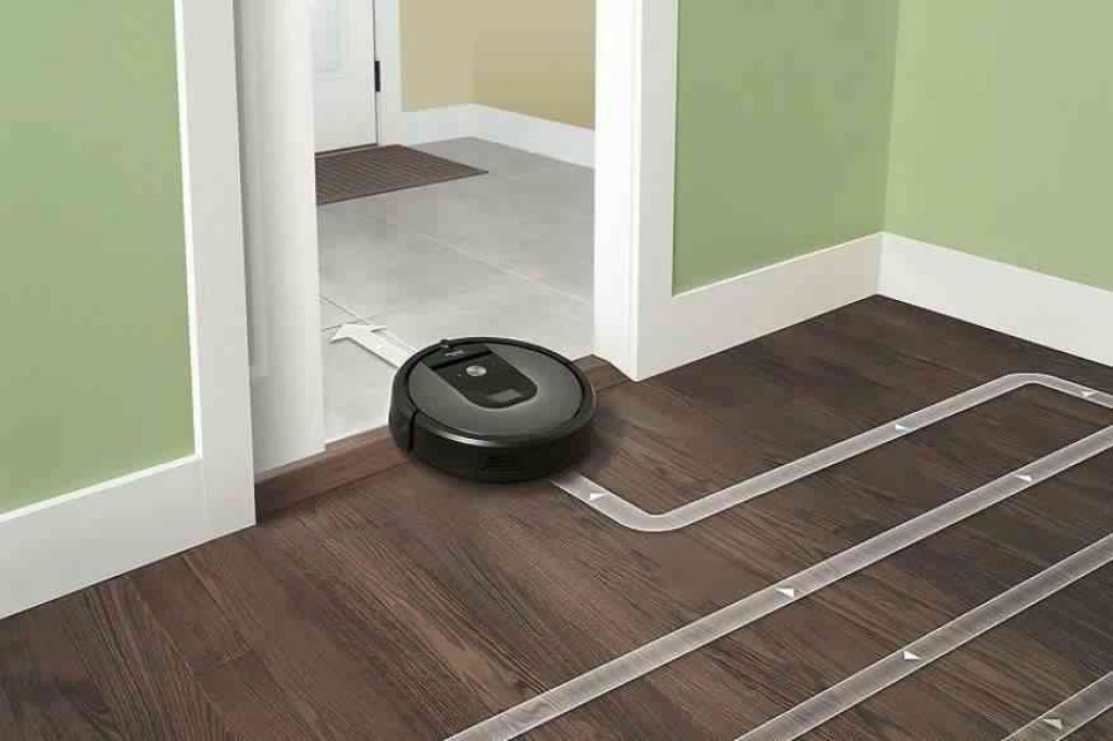 irobot roomba 360 vacuuming robot