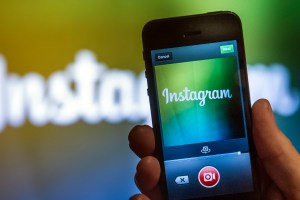 Instagram Status Dots let you see who's online. Here's how to turn it off.