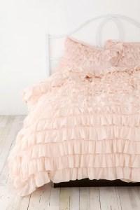 36 Adorable Bedding Ideas For Feminine Bedrooms - DigsDigs