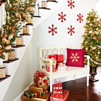 100 Awesome Christmas Stairs Decoration Ideas - DigsDigs
