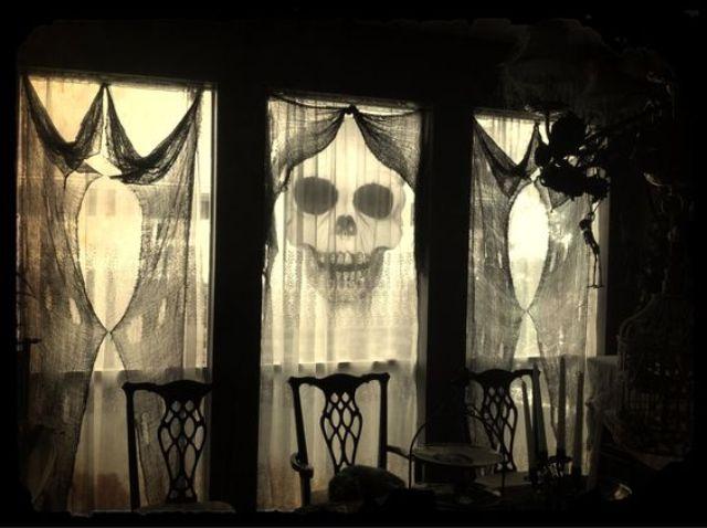 26 Creative Halloween Window Decor Ideas Digsdigs