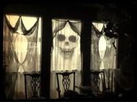 26 Creative Halloween Window Decor Ideas