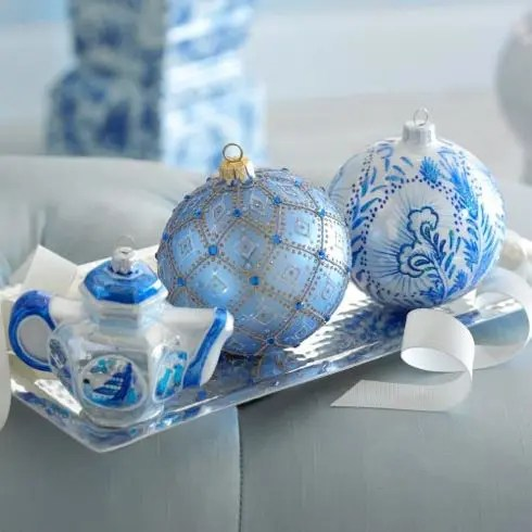 35 Frosty Blue And White Christmas Décor Ideas - DigsDigs