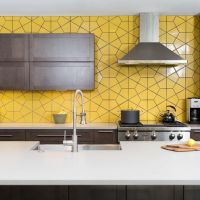 27 Yellow Kitchen Decor Ideas To Raise Your Mood - DigsDigs