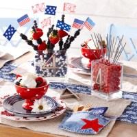 13 Cool Ideas of 4th of July Table Decorations | DigsDigs