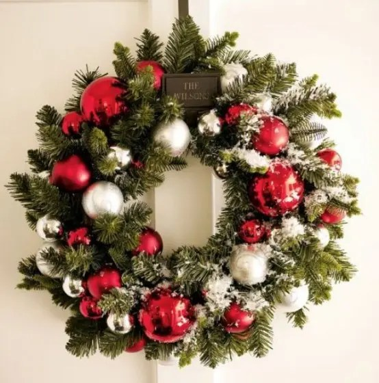 75 Awesome Christmas Wreaths Ideas For All Types Of Décor - DigsDigs - christmas wreath decorations