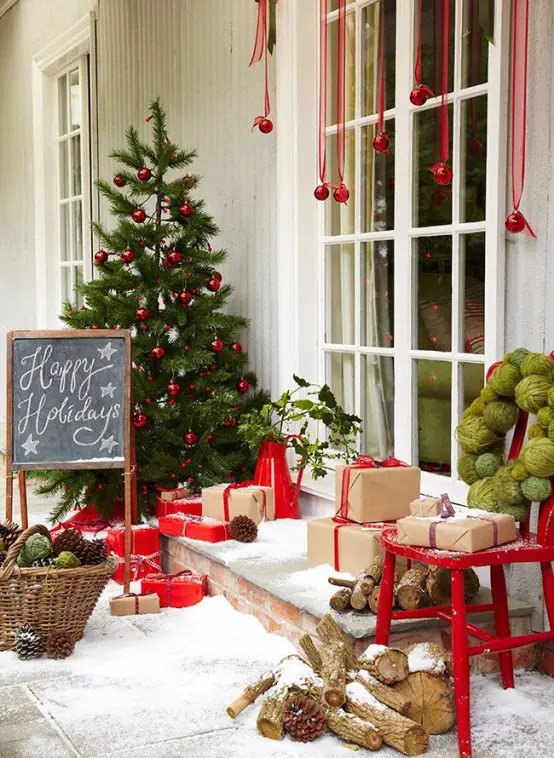 35 Christmas Décor Ideas In Traditional Red And Green - DigsDigs - christmas home decor ideas