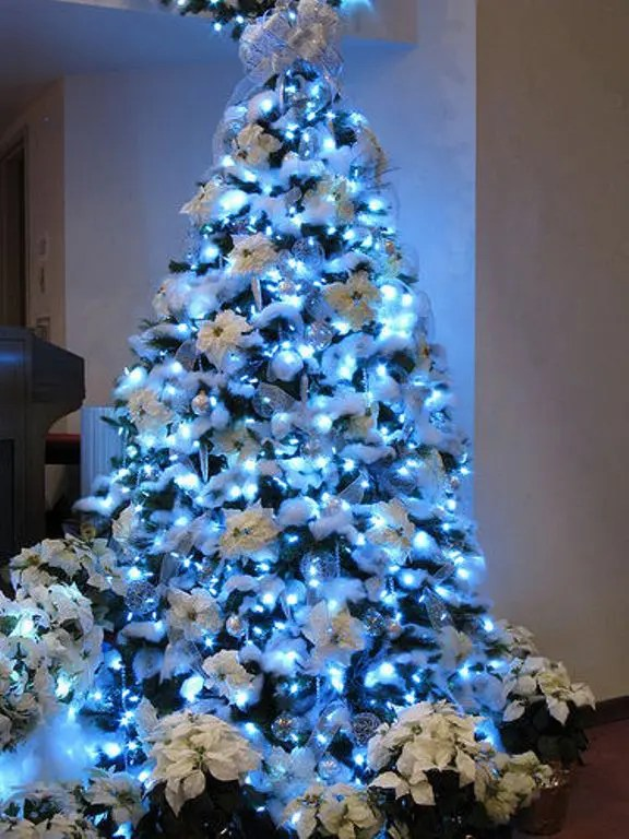 30 Traditional And Unusual Christmas Tree Décor Ideas - DigsDigs - beautiful decorated christmas trees
