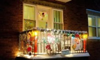 17 Cool Christmas Balcony Dcor Ideas - DigsDigs
