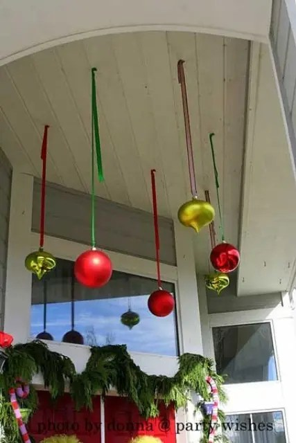 38 Cool Christmas Porch Décor Ideas - DigsDigs - unique christmas decorations