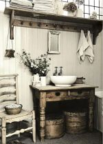 Rustic Farmhouse Style Bathroom