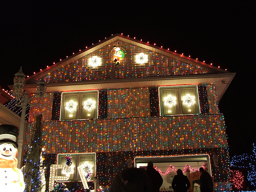 Top 10 Biggest Outdoor Christmas Lights House Decorations - DigsDigs - outdoor christmas lights decorations