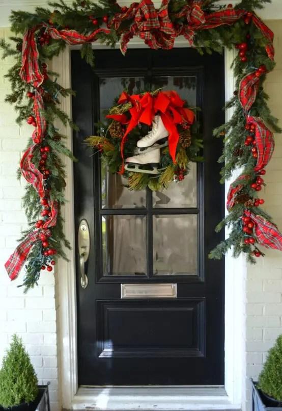 38 Stunning Christmas Front Door Dcor Ideas