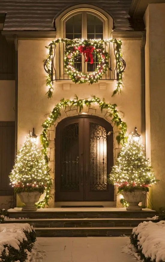 26 Super Cool Outdoor Décor Ideas With Christmas Lights - DigsDigs - outdoor christmas lights decorations