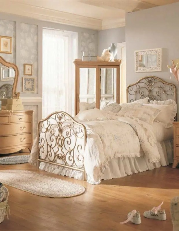 entry part of 8 vintage bedroom ideas