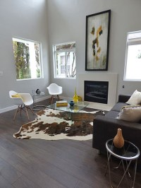 Cowhide Rug In Living Room - Bestsciaticatreatments.com