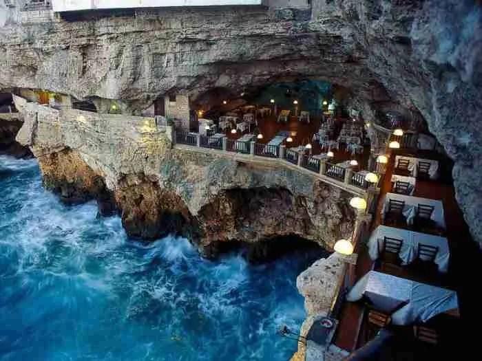 Ristorante Grotta Palazzese στην Απουλία, Ιταλία