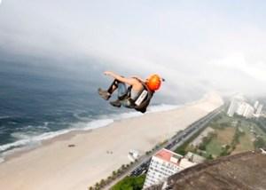 RG Rio de Janeiro (RJ) EXCLUSIVA 29/02/2012 Base Jump - Atletas saltam de base jump do Hotel Nacional, em São Conrado. Foto Felipe Hanower / Agência O Globo OBS: FOTO TIRADA DIA 28/02/2012